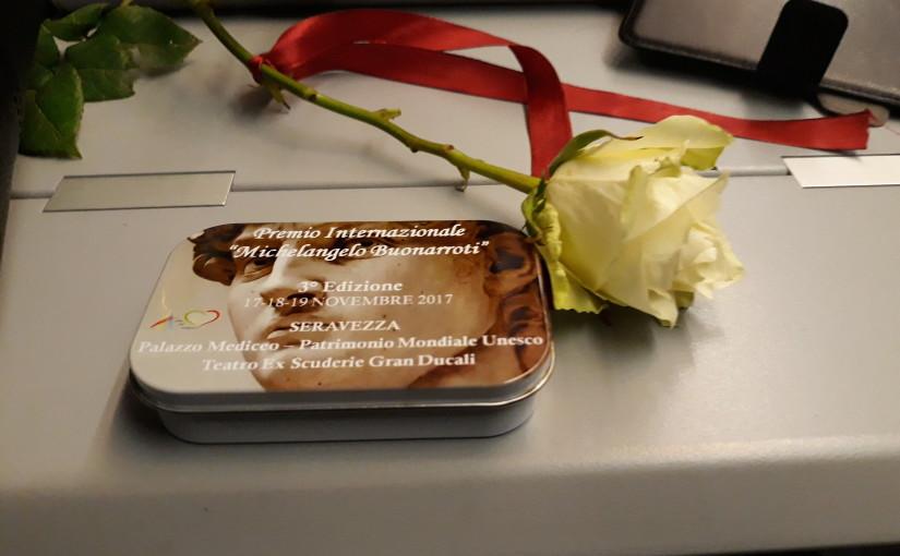 Una rosa bianca al Premio Internazionale Michelangelo Buonarroti